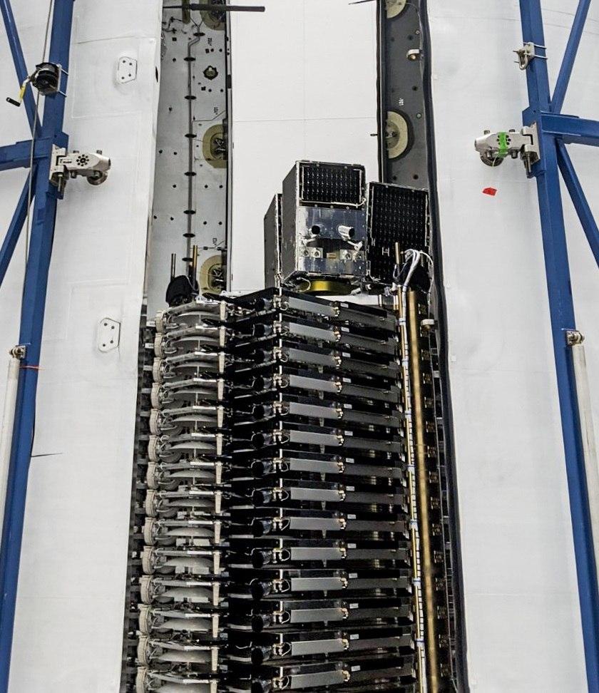 I 58 Starlink con sulla cima i 3 SkySat del programma rideshare