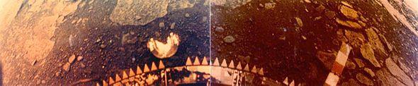 La prima foto a colori della superficie di Venere realizzata dalla sonda Venera 13 lanciata nel 1981.