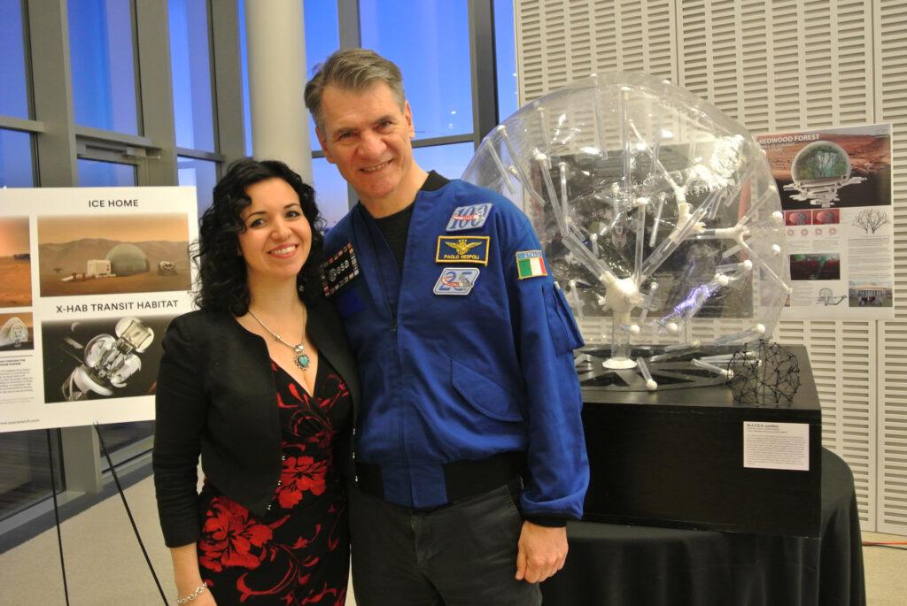 Valentina Sumini con l'astronauta Paolo Nespoli