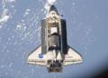 lo shuttle Discovery si avvicina alla ISS durante la missione STS-133 con all'interno la ELC-4 e il modulo Leonardo