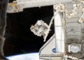 la ELC-3 è trasferita dallo shuttle Endeavour della missione STS-134 alla ISS dal Canadarm2 (2016)