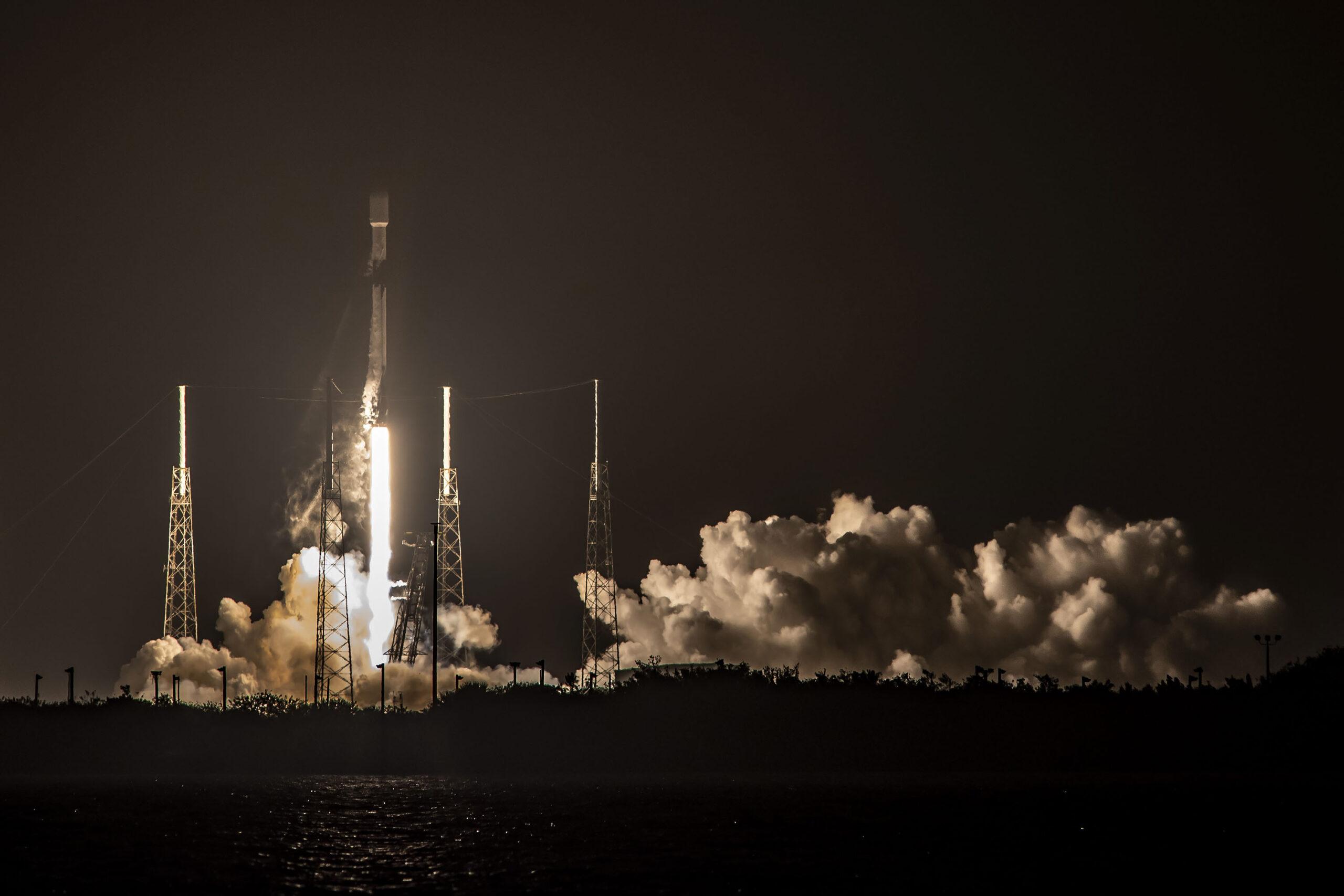 La partenza del Falcon 9 di Starlink-15, alla sua settima missione. Credits: SpaceX.