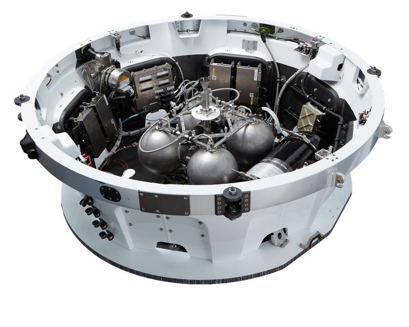 La base del kick stage (ultimo stadio) dell'Electron spinto dal motore Curie (al centro). Le quattro sfere sono i serbatoi, aggiornati a otto per questo lancio. Credits: Rocket Lab.