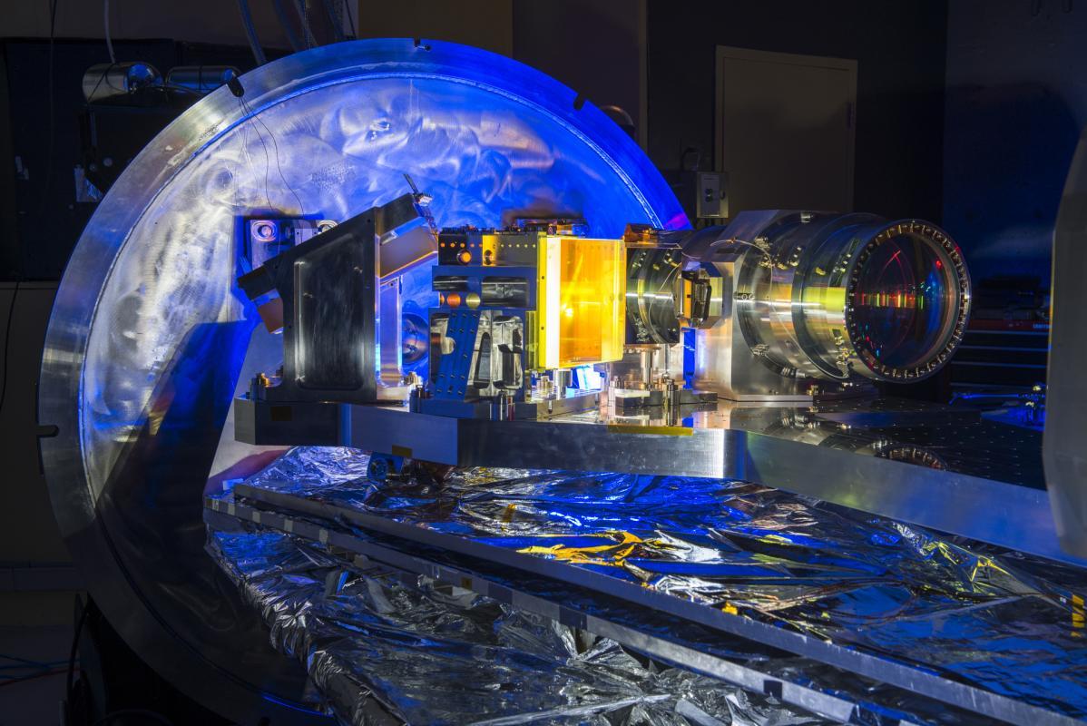 Lo spettro-polarimetro ad infrarossi installato nel Canada-French-Hawaii telescope. Credits: SPIRou team/S Chastanet(CNRS/OMP)
