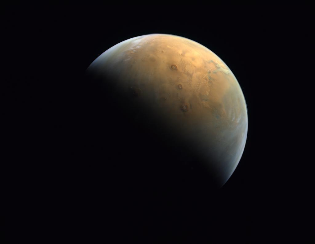 La prima foto scattata dalla sonda Hope degli Emirati Arabi Uniti di Marte.
