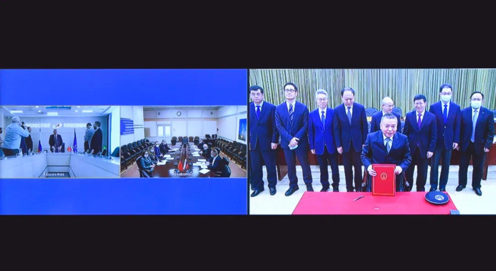 Sulla sinistra, la delegazione di Roscosmos, sulla destra, quella della China National Space Administration. Credits: Roscosmos.