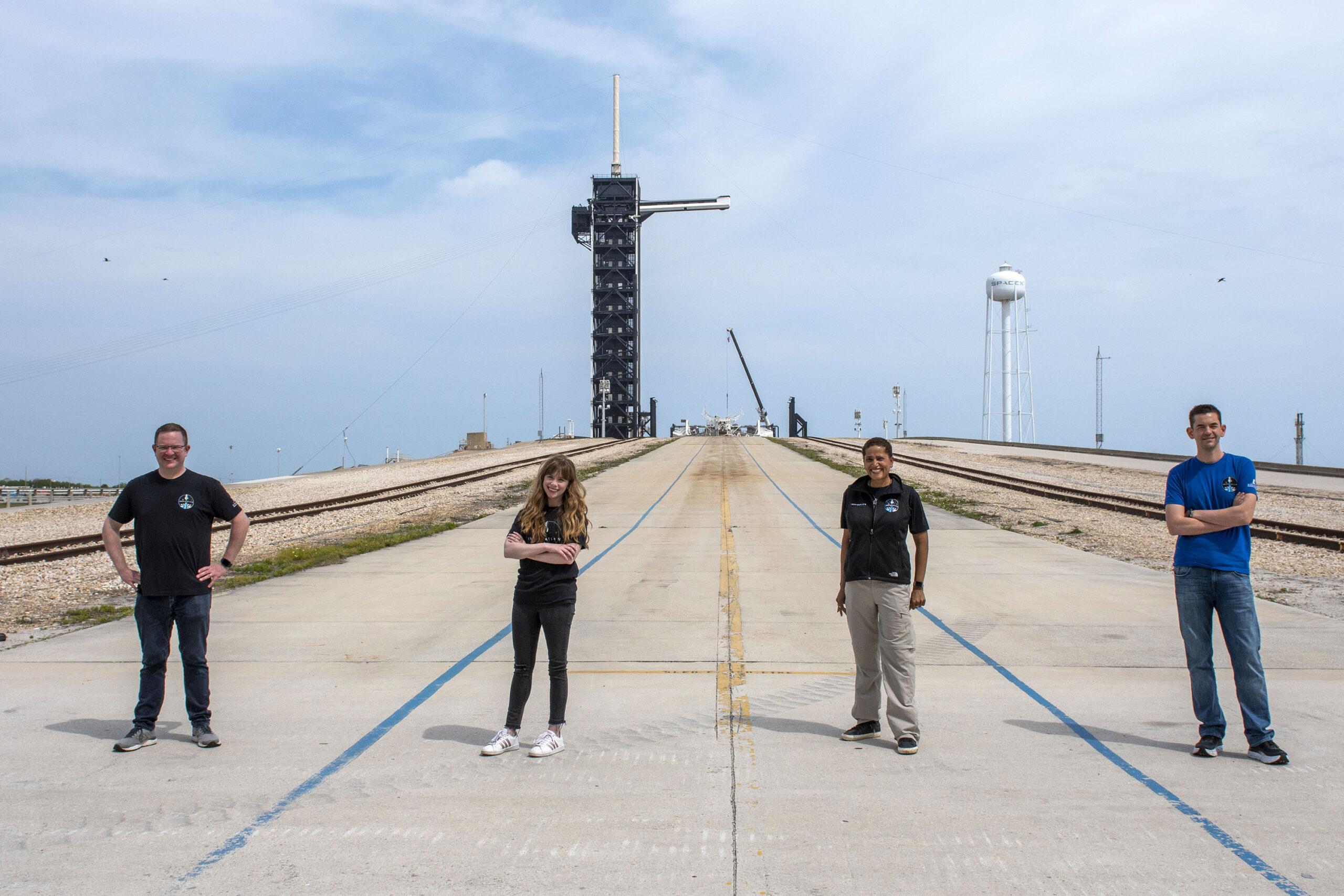 I quattro membri della missione Inspiration4 alla rampa di lancio LC-39A di SpaceX. Credits: Inspiration4.