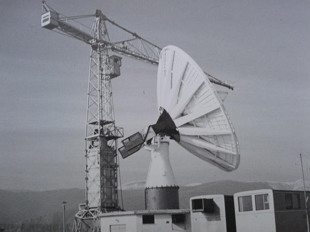 La prima antenna di Telespazio, attivata nel 1966 nella piana del Fucino. Credits: Telespazio.
