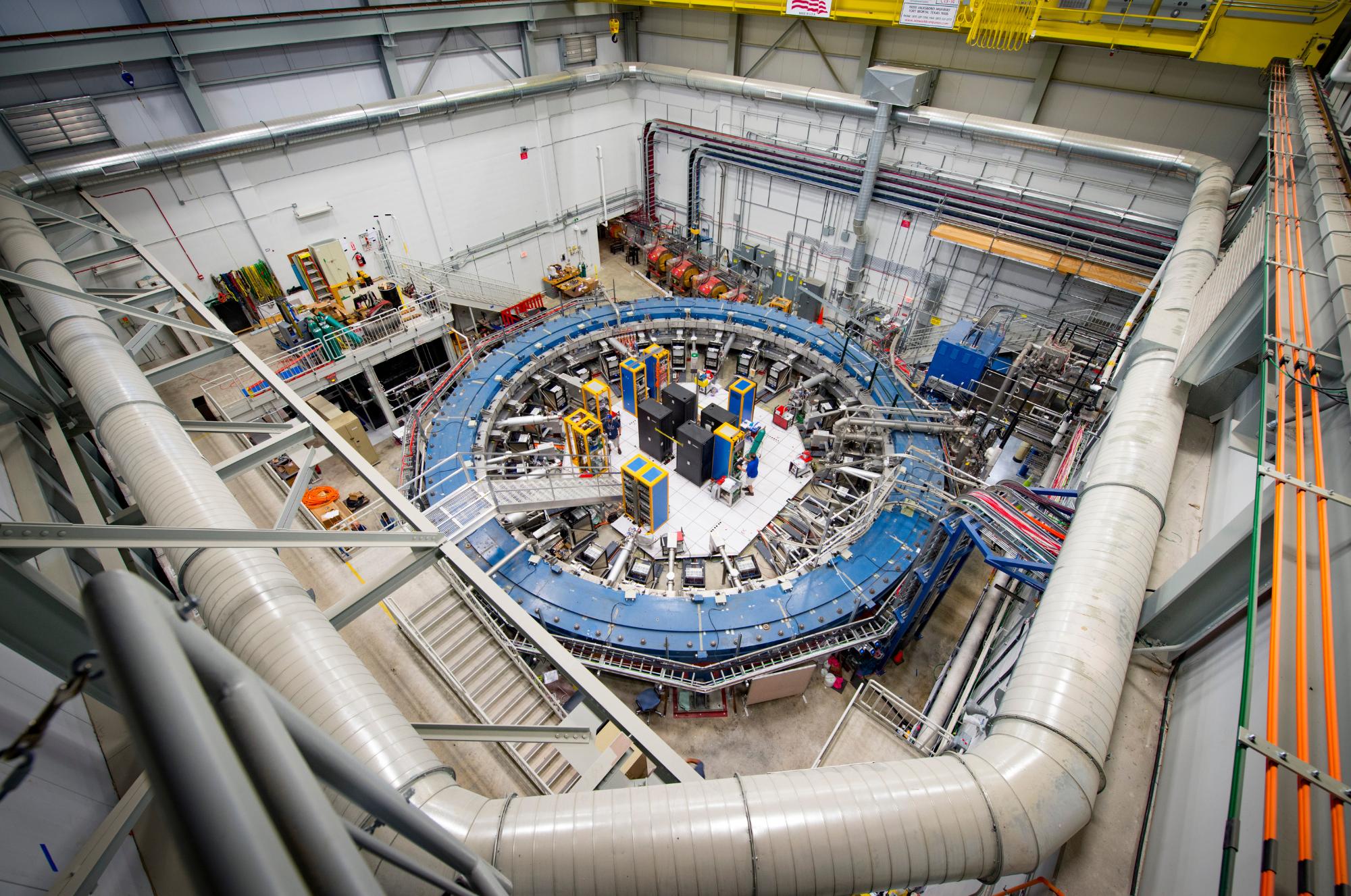 L'anello di rilevazione dei muoni dell'esperimento Muon g-2 del Fermilab.