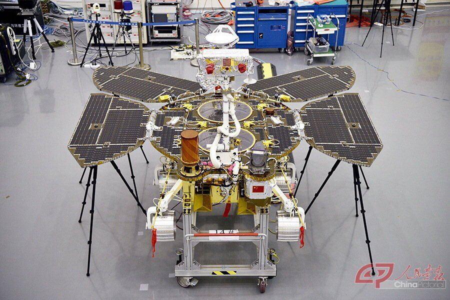 Il rover cinese della missione Tianwen-1 fotografato a Terra prima della partenza. Credits: ChinaPictorial.