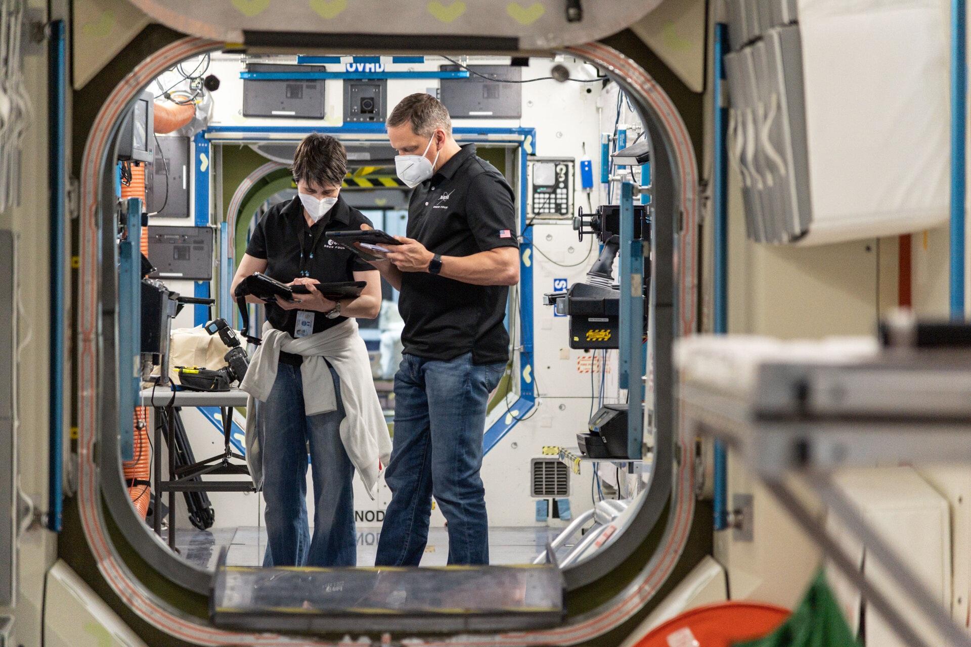 Samantha Cristoforetti e l'astronauta della NASA Bob Hines al Johnson Space Center