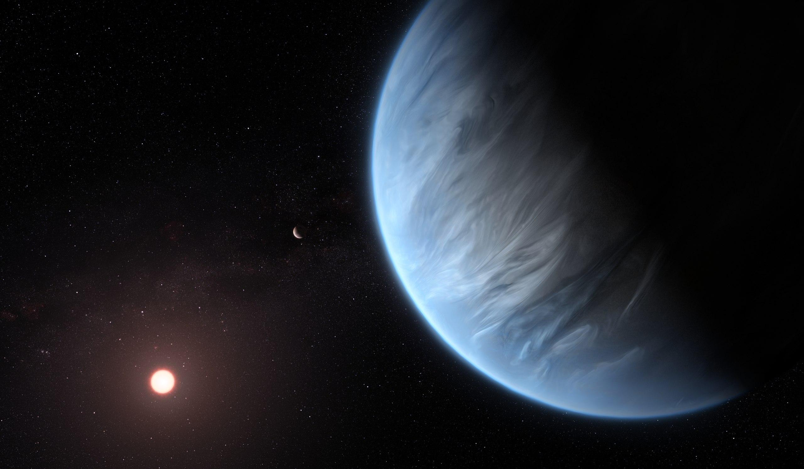 Illustrazione artistica dell'esopianeta K2-18b, la sua stella ospite e un altro pianeta del sistema. E' l'unica super-Terra finora conosciuta ad avere sia l'acqua che una temperatura adeguata a sostenere la vita. E' tra i potenziali target del James Webb Telescope. Credits: ESA/Hubble, M. Kornmesser