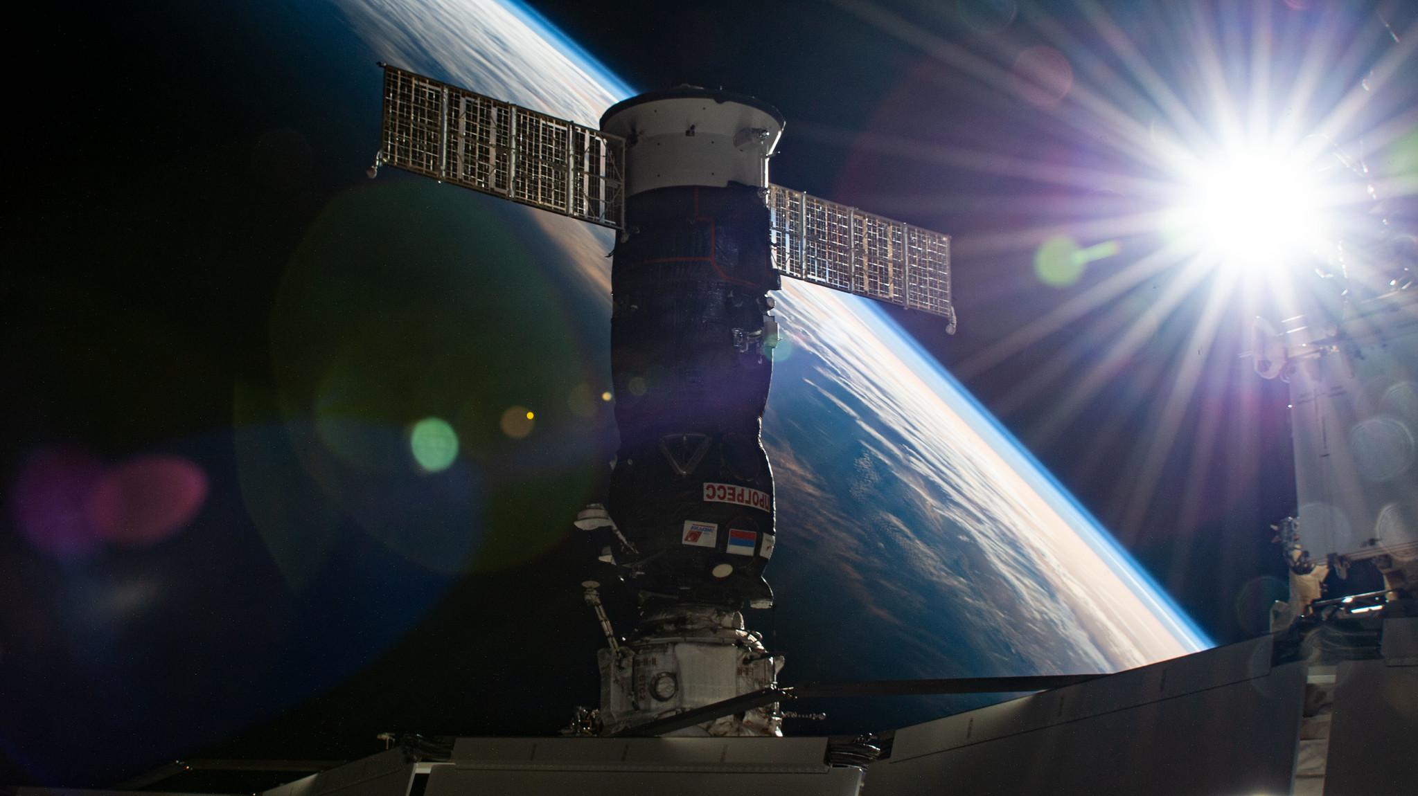 La Progress MS-16 attraccata al modulo Pirs poco prima della separazione. Credits: Roscosmos.