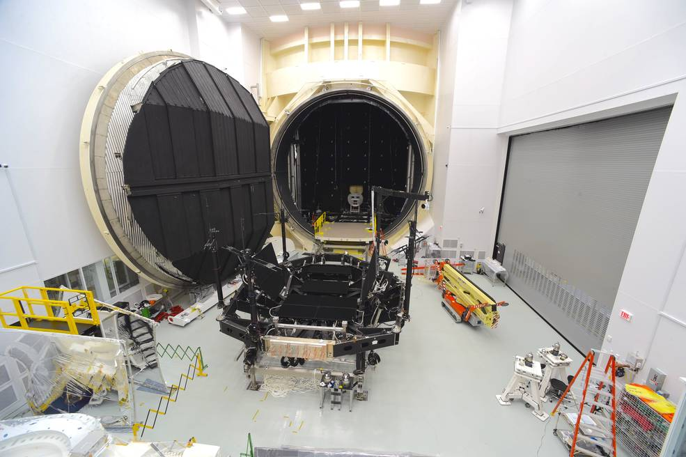 Un'immagine della Chamber A nella cleanroom del Johnson Space Center della NASA. Credits: NASA/Chris Gunn