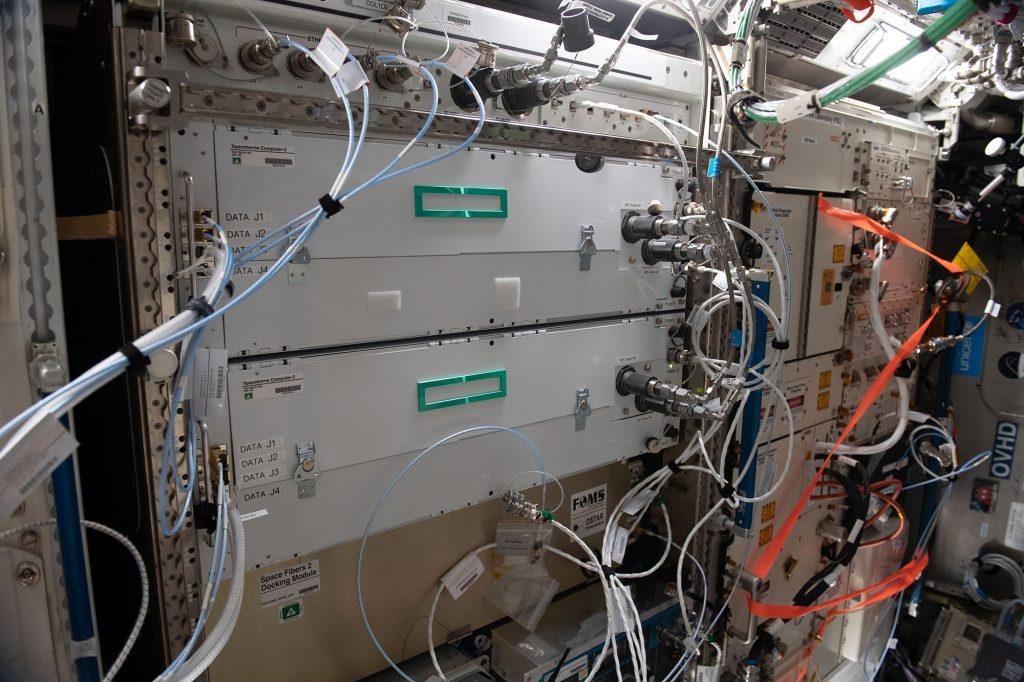Lo Spaceborne Computer-2 installato a bordo della Stazione Spaziale Internazionale (Foto: NASA)