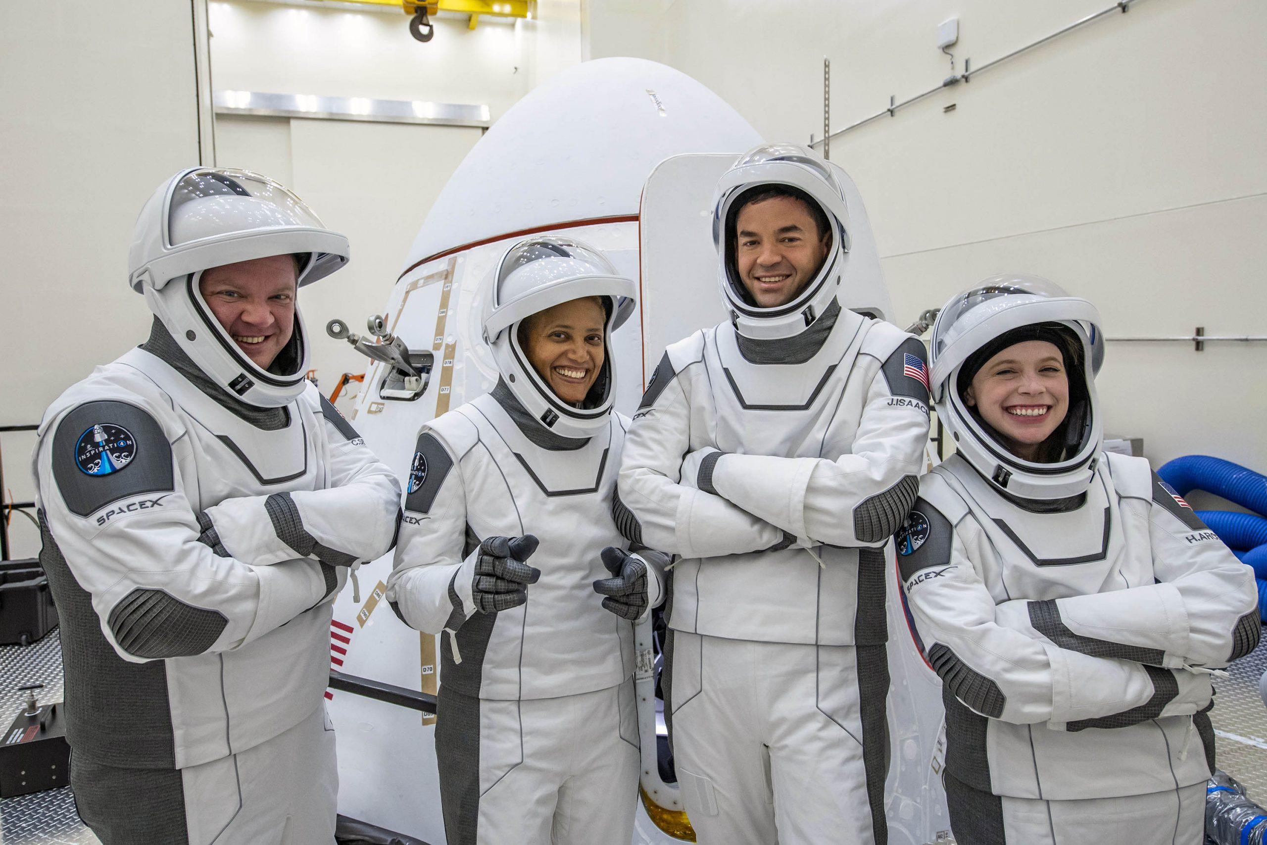 L'equipaggio di Inspiration4. Da sinistra: Christopher Sembroski; Sian Proctor; Jared Isaacman; Hayley Arceneaux. Credits: Inspiration4