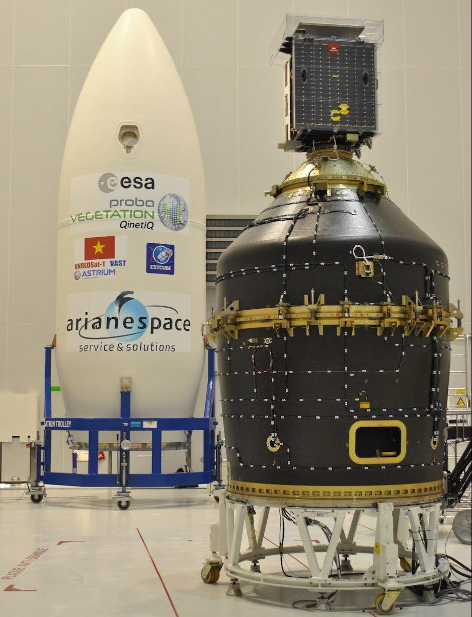 Il satellite Proba-V lanciato nel 2013 sulla cima di un VESPA (VEga Secondary Payload Adapter). Credits: ESA/Avio.